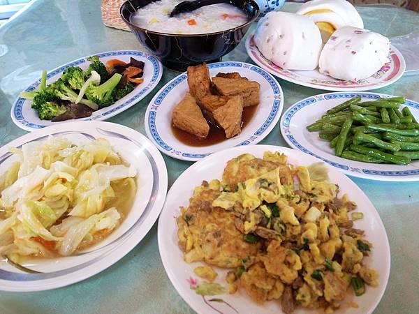 5-9青青草原露營客棧早餐