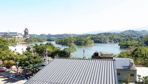 8.遙看峨嵋湖景