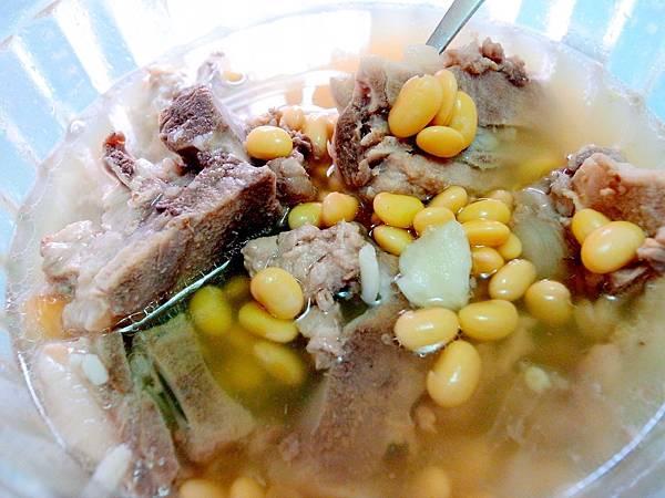 2-2蒜頭黃豆排骨湯