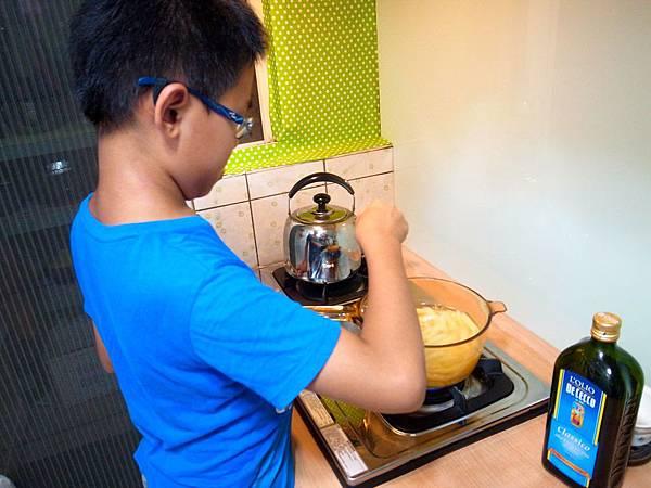 3.煮水管麵