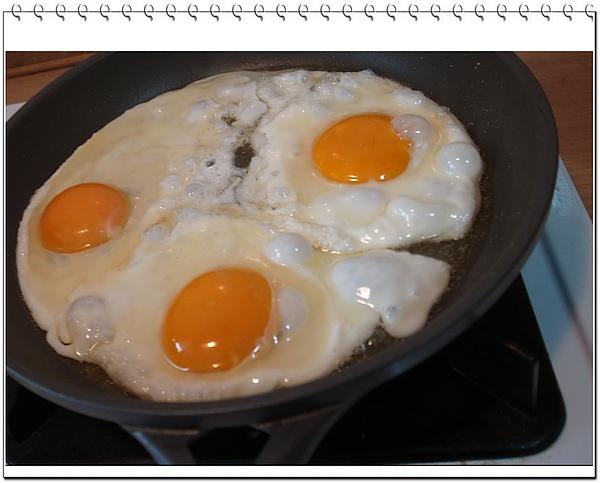 15.一次煎三個蛋.JPG