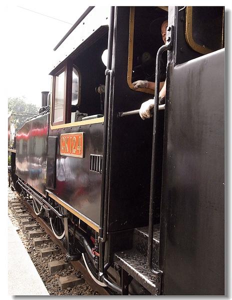 11.有著白色輪框的蒸汽火車.jpg