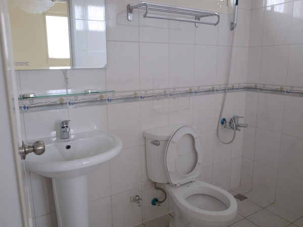 3-3參樓簡單衛浴.jpg