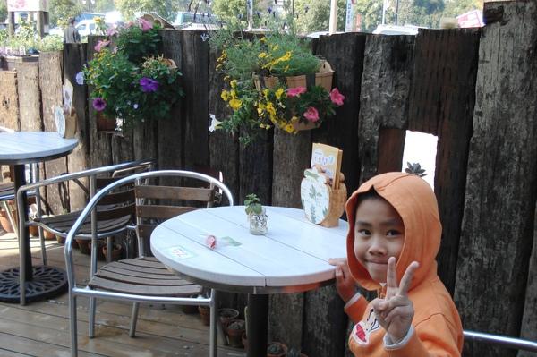 7Gino在花間集室外餐桌.jpg