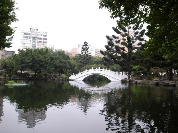 3.白色橋.jpg