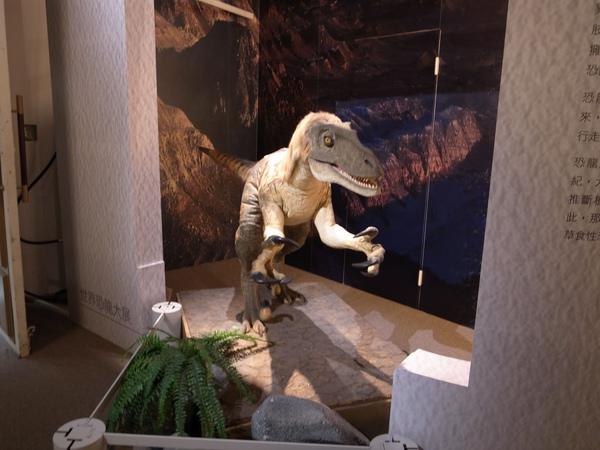 8.一進場的聲光恐龍.jpg