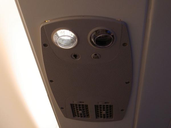 6.上方照明與服務鈕.jpg