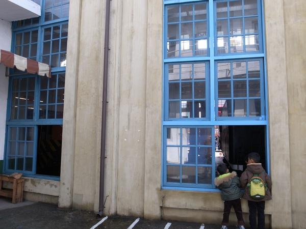 8.窗外看火車尾.jpg