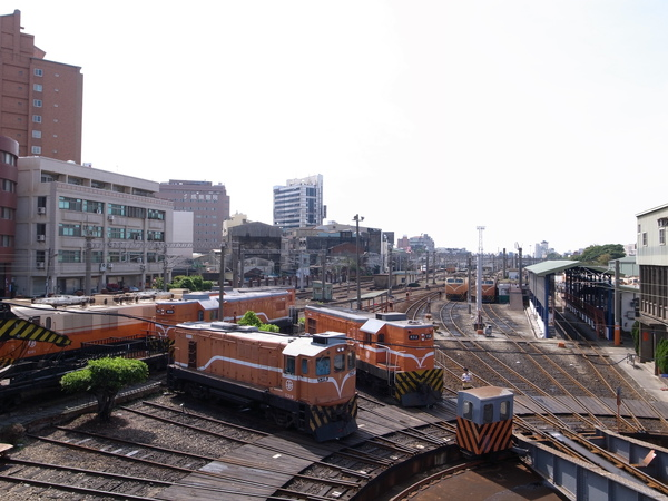 10.橘色火車頭.jpg