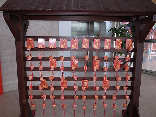 2.演藝廳入口喜氣小天燈.jpg
