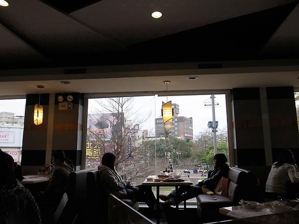 14.有景觀氛偉的靠窗桌.jpg