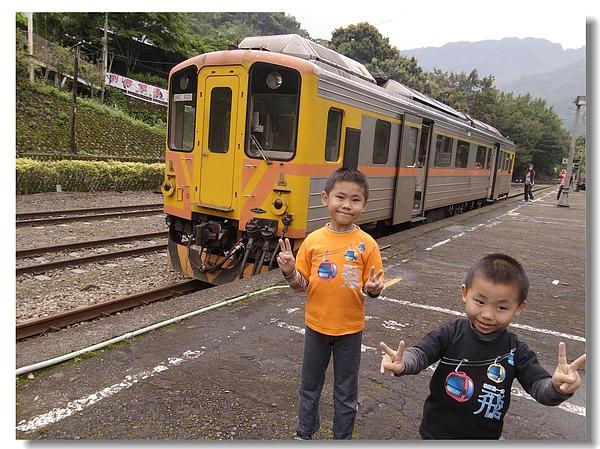 2.兩兄弟與內灣小火車.jpg