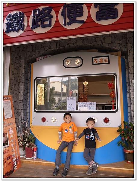 9.內灣站旁的鐵路便當.jpg