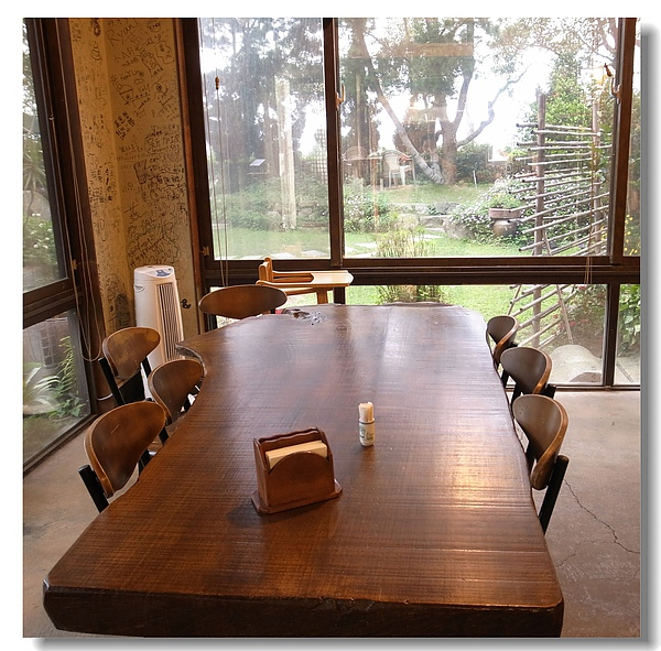 4.原木餐桌區.jpg
