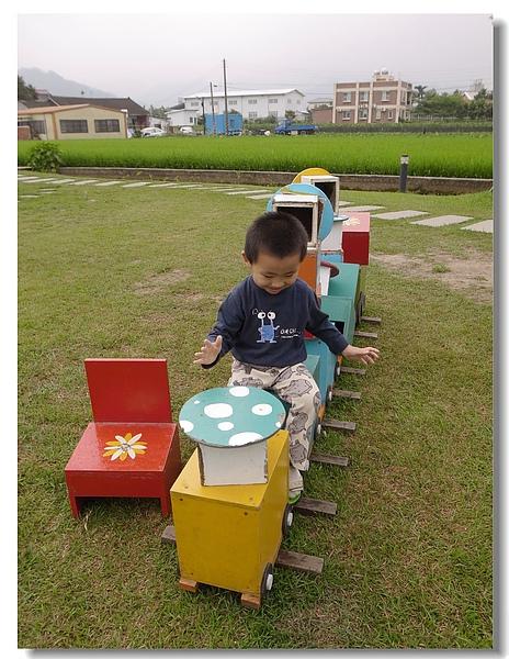 19.jerry與木椅火車.jpg