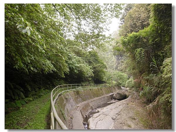 16.溪流旁的步道.jpg