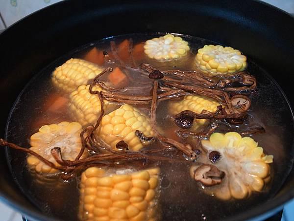 8.茶樹菇湯.JPG