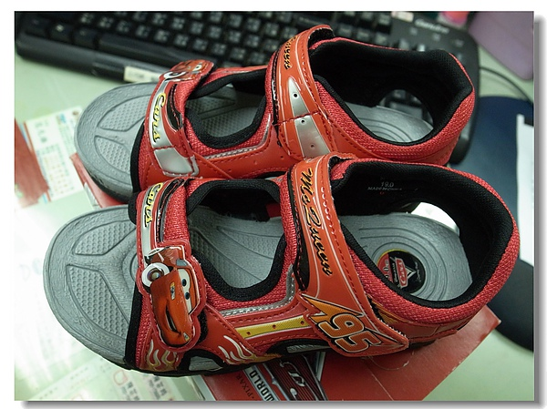 14.Jerry的閃電麥昆涼鞋.jpg