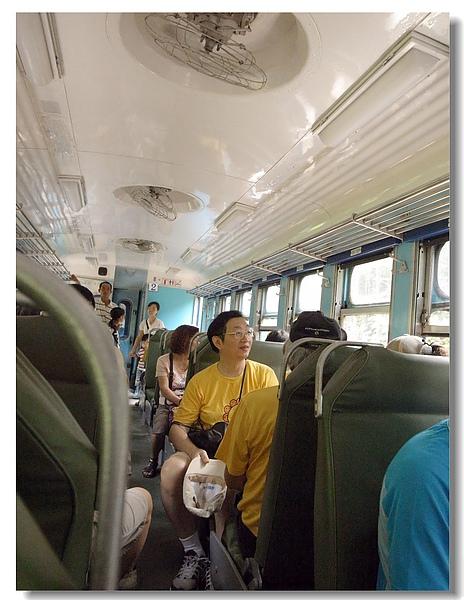 9.復古的車廂內部.jpg