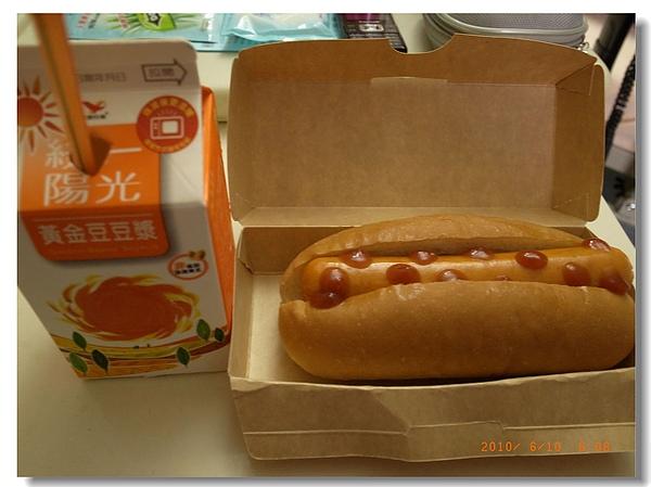 4.術前熱狗大餐.jpg