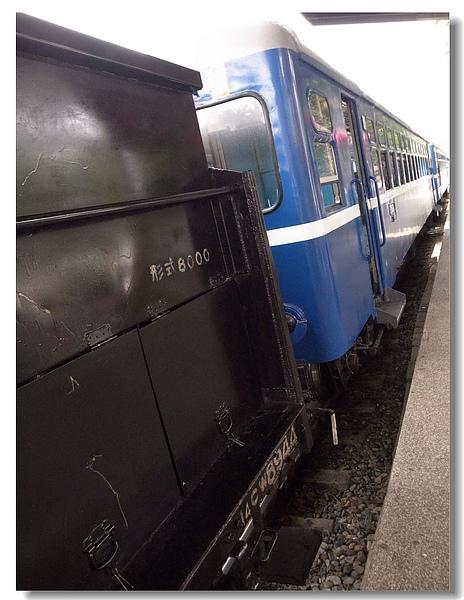 12.蒸汽火車連結舊型復興號車廂.jpg