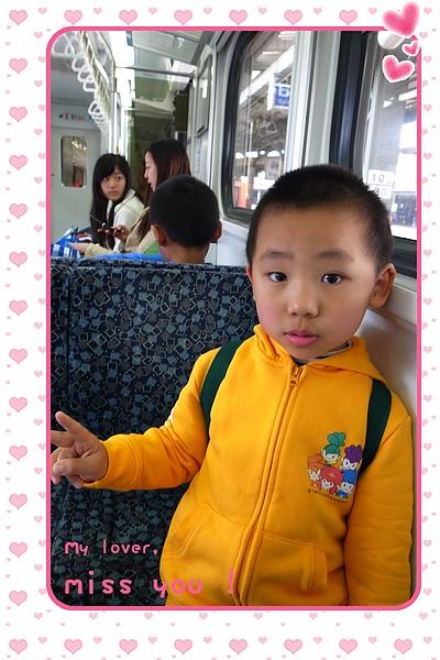 26.快樂的坐火車回家.JPG