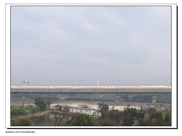 15.高鐵來來往往.JPG