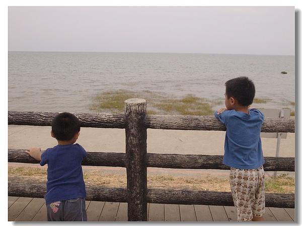 6兩兄弟看海趣.jpg
