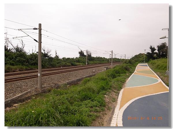 17.彩色步道與鐵道.jpg