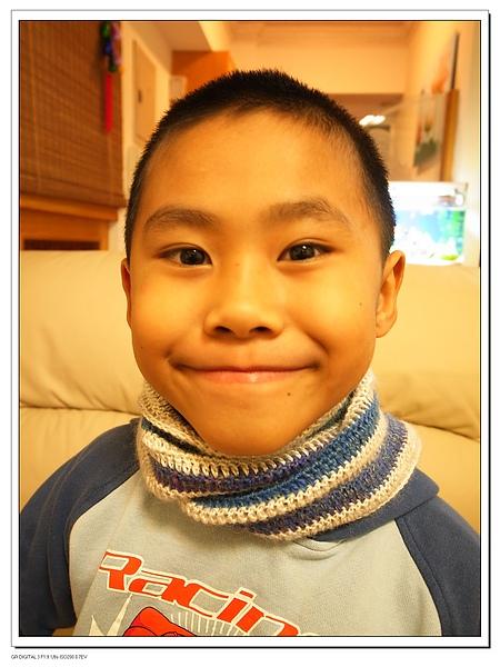 4.Gino終於有條長圍巾了.jpg