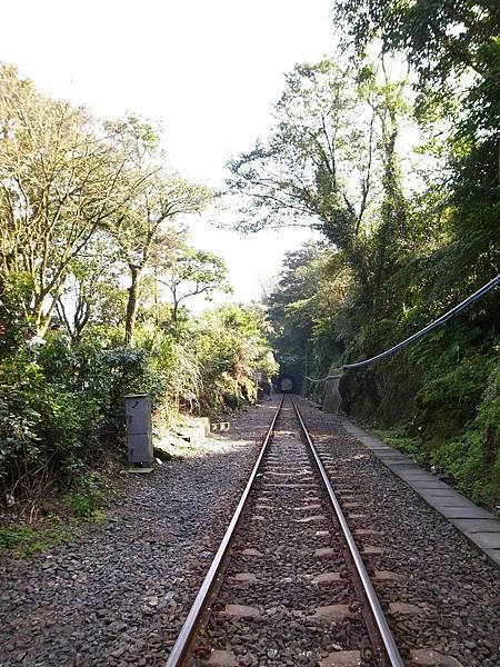 7.十分瀑布門口的鐵道.jpg