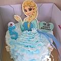 R0027946【精細版的艾紗半身飾片(插立)+鮮奶油擠出延伸於蛋糕舞台的裙身+歲數藍色插立飾片】