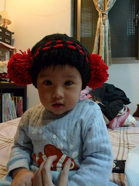 跟姨姨借戴的帽子1.JPG