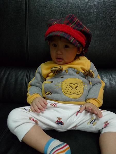 跟姨姨借戴的帽子2.JPG