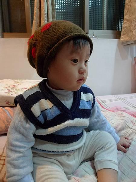 跟姨姨借戴的帽子3.JPG