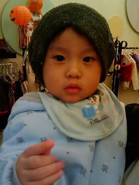 跟姨姨借戴的帽子4.jpg