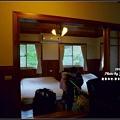 十人房客廳正後方的二張雙人床,可睡四個人