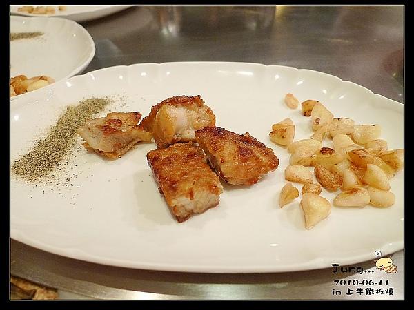20.鐵板雞排-雞肉超嫩滴~好吃.jpg