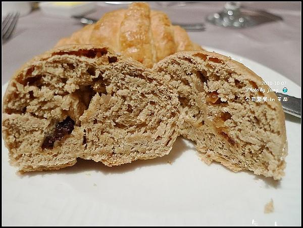 4.餐前麵包-沒有熱熱的.jpg
