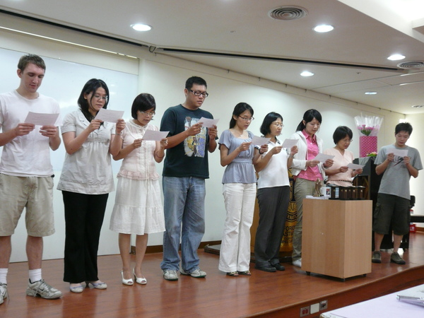 07 New members read the oath the .JPG