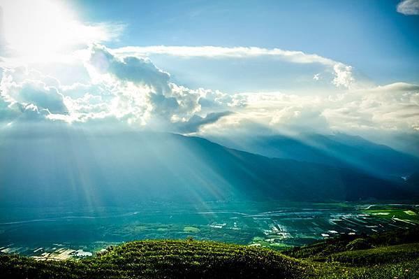 縱谷灑落的陽光