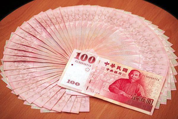 紅包紅色百元鈔最喜氣