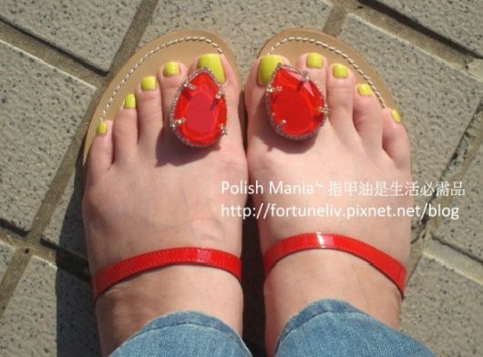 neon yellow toes