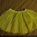 GYMBOREE,12-18M,金色澎裙,約台幣300。小女生就應該有件澎裙才行啊!