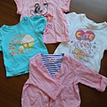 台灣拍手童裝,70cm,T恤一件99,外套一件299。T恤材質很棒,彈性、吸汗度、質料都很優!