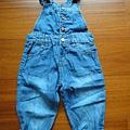 天母童裝店,12-18M。也是阿姨買來的,很薄的牛仔長褲,雖然是12-18M的,但我想依照平平的身材可以穿到2歲吧!