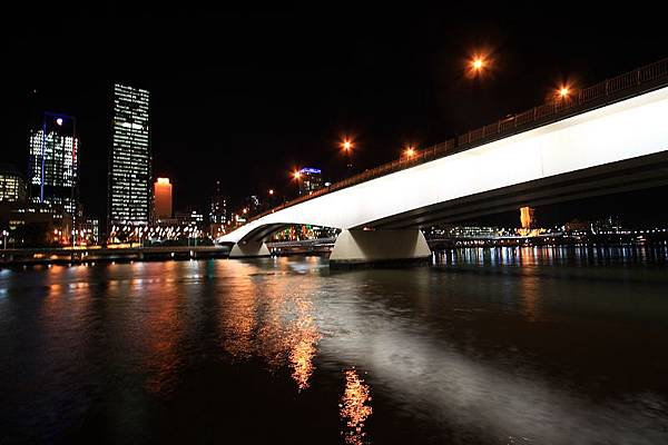 Brisbane 河岸夜景_09.JPG