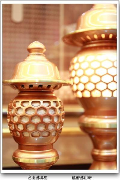 神桌上的光明佛具(佛俱) - 高質感神燈佛俱 - 雙色粉晶珍珠神社燈 - 手染古式純銅燈 - 寶華水晶蓮花燈