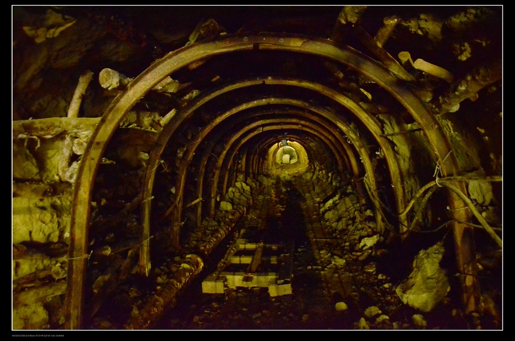 礦坑.jpg