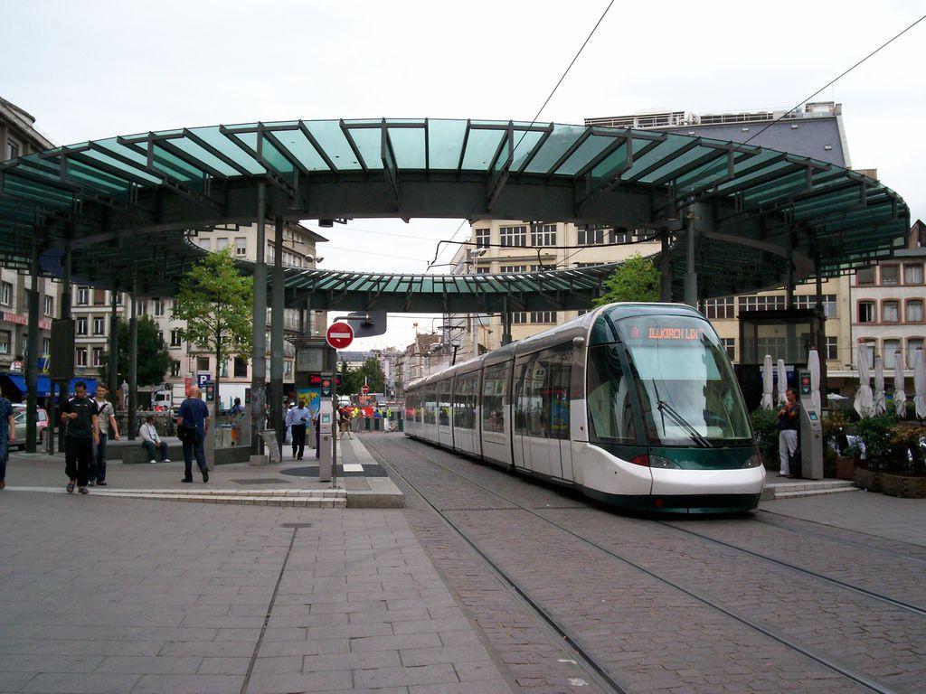 TramStrasbourg_lineA_HommeFer_versIllkirch.jpg